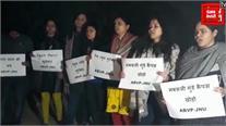 JNU में ABVP के छात्रों ने राहुल गांधी का पुतला फूंका
