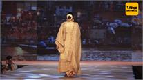 मांग में सिंदूर भर कुछ इस अंदाज में रैंप पर उतरीं सोनम, 'कलंक' के गाने पर किया जबरदस्त डांस