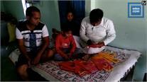 सपा कार्यकर्ता  ने अनोखे अंदाज में मांगा वोट, भाई की शादी के कार्ड पर छपवाया पार्टी का चिन्ह