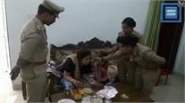 मां-बेटी को घर में कैद कर भाग गया था पति,  पुलिस ने मुक्त कराकर खिलाया खाना