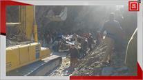 NH-44 पर बोलेरो गाड़ी भूस्खलन की चपेट में आई, ड्राइवर समेत 2 लोग मलबे में दबे