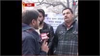टिकट बंटवारे से पहले Congress में विरोध शुरू, Sonia Gandhi के घर के बाहर कार्यकर्ताओं का प्रदर्शन