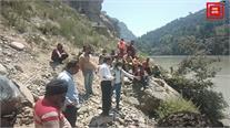 किश्तवाड़ में कार सहित 2 लोग चिनाब नदी में डूबे... सर्च ऑपरेशन जारी