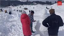 गुलमर्ग की मनमोहक वादियों में शुरू हुई बर्फ से मूर्तियां बनाने की प्रतियोगिता... देखिए घाटी का हुनर