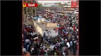 आनंद विहार में दिल्ली छोड़कर जाने वालों की उमड़ी भीड़, देखें LIVE तस्वीरें