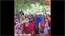 ग्रेटर कैलाश स्थित दिल्ली जल बोर्ड दफ्तर के बाहर महिलाओं का प्रदर्शन, विधायक पर लगाए कालाबाजारी के आरोप