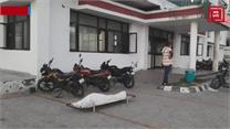 एक घंटे तक अस्पताल के बाहर पड़ा रहा शव, नहीं मिली एंबुलेंस सुविधा