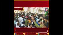 ईद के जुलूस का रास्ता बदलने पर गुस्सा गया मुस्लिम समाज ! पुलिस पर पथराव, करना पड़ा लाठीचार्ज...