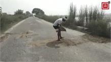 ऊना होशियारपुर सड़क पर युवाओं ने श्रमदान कर खुद ही भरे सड़कों  के गड्ढे