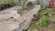 बारिश से खरखाल नाले में आया भारी पानी... पुल ना होने से परेशानी में लोग
