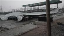 Thunderstorm and Rain ने Farmers को धरने से उठाया, खटकड़ टोल पर टीन शेट और टेंट गिरा