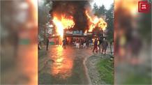 बारामुला में 4 दुकानों में भड़की आग, लाखों की सम्पत्ति हुई राख