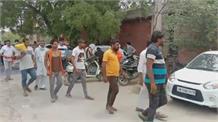सिंघु बॉर्डर: आंदोलन में 'बत्ती गुल' से Farmers का फूटा गुस्सा, पावर हाउस पर किया जोरदार प्रदर्शन