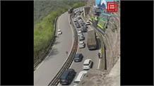 बंदिशें हटते ही देखिए हिमाचल की सड़कों का हाल...