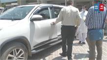मंत्री महेंद्र सिंह ने लताड़े अधिकारी, बोले- बहानेबाजी से आ जाएं बाज नहीं खामियाजा भुगतने को  तैयार