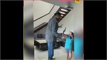 Khali ਦੀ ਬੇਟੀ Avleen ਇਸ ਤਰ੍ਹਾਂ ਕਰਦੀ ਹੈ ਆਪਣੇ ਪਾਪਾ ਨੂੰ ਤੰਗ,cute ਵੀਡਿਓ ਹੋ ਰਹੀਆਂ ਨੇ viral