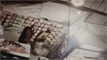 पिस्तौल के दम पर दुकानदार से लूट, विरोध करने पर दागी गोलियां...CCTV में कैद