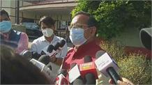 भाजपा की शिमला में बैठक को लेकर जानकारी दे रहे रणधीर शर्मा