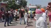 शिक्षा मंत्री का कड़ा विरोध:  किसानों और पुलिस के बीच हुआ 'टकराव' ! बेरिकेडिंग को तोड़ा