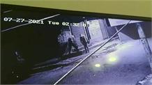 कार में सवार होकर आए पांच चोरों ने तीन मेडिकल स्टोर में ताला तोड़ कर की चोरी