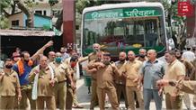 प्रदेशभर में आज HRTC का चक्का जाम, शिमला आरम के तबादले को लेकर सरकार के खिलाफ की नारेबाजी