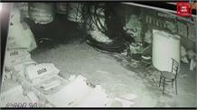 अंबाला में चोरों ने सेनेटरी दुकान में मारी सेंध, सीसीटीवी में कैद हुए नंगे चोर