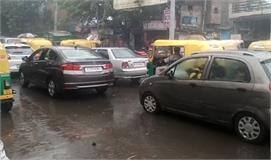 दिल्ली के कई इलाकों में बारिश, हवा की...