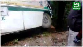 शिमला में बस-ट्रक में टक्कर,बाल- बाल...