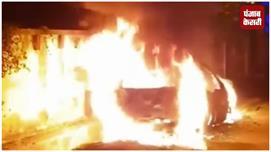बोकारो में पटाखे की चिंगारी से कार जलकर...