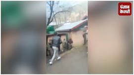 अनंतनाग में स्थानीय लोगों ने पुलिस...