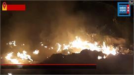 वसंत कुंज की रजोकरी पहाड़ी में लगी आग,...