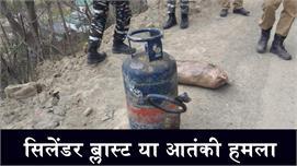 कार धमाके में बाल-बाल बचा सीआरपीएफ...