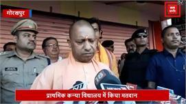 CM योगी मतदान शुरू होने के साथ ही किया...