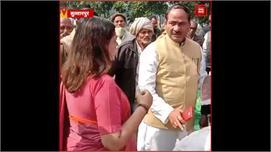 Sultanpur: ग्रामीणों ने किया Menka...