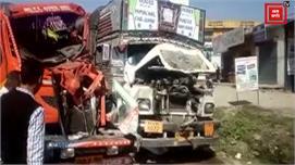 दर्दनाक हादसा: दो ट्रकों के बीच में पिस...