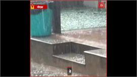 UP में बदला मौसम का मिजाज, Noida में...