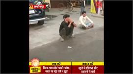 Lockdown: दिल्ली से पैदल लखीमपुर पहुंचे...