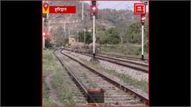 हरिद्वार: लॉकडाउन के बीच रेलवे क्रॉसिंग...