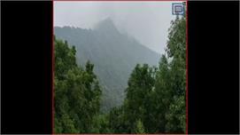 Pithoragarh में  ऊंचाई पर स्थित है ...