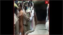 कांग्रेस नेता की गिरफ्तारी के विरोध में...