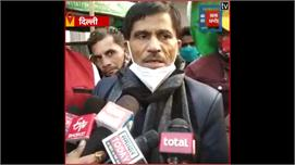 कांग्रेस नेता जयकिशन द्वारा फल और कंबल...