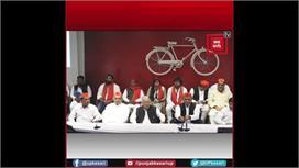 Akhilesh Yadav के साथ आए Mayawati के...