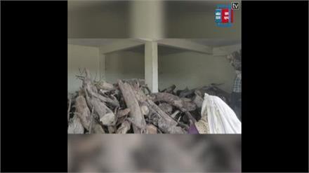 आपदा में सेवा ! लावारिश शवों का दाह संस्कार के लिए मुफ्त लकड़ी की व्यवस्था कर रहे ये दो शख्स...