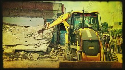 एक्शन में कैथल जिला प्रशासन ! सेक्टर 18 में अवैध निर्माणों को गिराया